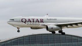 Aterrissagem de Airbus A330 da carga de Catar Fotos de Stock
