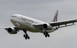 Aterrissagem de Airbus A330 da carga de Catar Imagens de Stock
