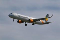 Aterrissagem de Airbus A321 das linhas aéreas de Thomas Cook Fotografia de Stock