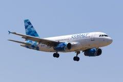 Aterrissagem de Airbus do ar do cobalto Fotos de Stock Royalty Free