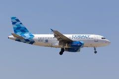 Aterrissagem de Airbus do ar do cobalto Imagem de Stock Royalty Free