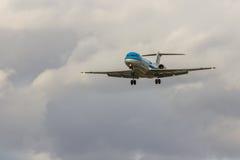 Aterrissagem de avião fotografia de stock royalty free