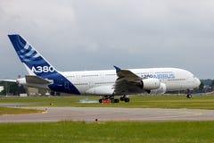 Aterrissagem de avião de Airbus A380 Fotos de Stock Royalty Free