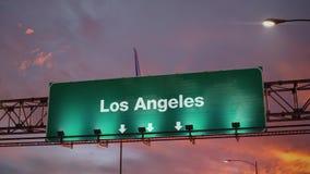 Aterrissagem de avião Los Angeles durante um nascer do sol maravilhoso