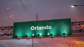 Aterrissagem de avião Orlando durante um nascer do sol maravilhoso