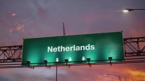 Aterrissagem de avião Países Baixos durante um nascer do sol maravilhoso ilustração royalty free