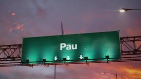 Aterrissagem de avião Pau durante um nascer do sol maravilhoso ilustração stock