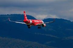 Aterrissagem de avião tailandesa de Air Asia no aeroporto internacional de Chiangmai Imagem de Stock