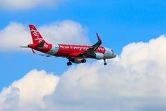 Aterrissagem de avião tailandesa de Air Asia no aeroporto internacional de Chiangmai Foto de Stock Royalty Free
