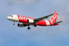 Aterrissagem de avião tailandesa de Air Asia no aeroporto internacional de Chiangmai Fotos de Stock