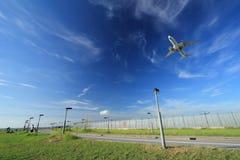Aterrissagem de aviões Imagem de Stock