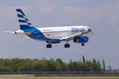 Aterrissagem de aviões de SX-EMB Ellinair Airbus A319-100 na pista de decolagem Foto de Stock