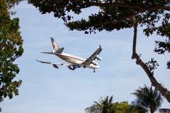 Aterrissagem de Boeing 747-400F Imagem de Stock