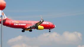 Aterrissagem de Boeing 737 TUIfly video estoque