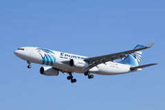 Aterrissagem de EgyptAir Airbus A330-200 no Pequim, China Fotografia de Stock