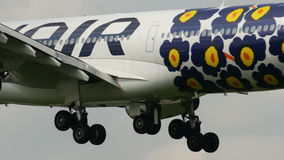 Aterrissagem de FINNAIR A340 no aeroporto de Narita video estoque