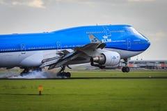 Aterrissagem de KLM Boeing 747-400 Fotografia de Stock Royalty Free