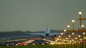 Aterrissagem de KLM Cityhopper Embraer 175 vídeos de arquivo