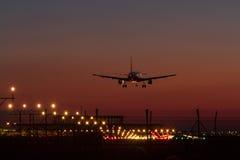 Aterrissagem de noite Imagens de Stock