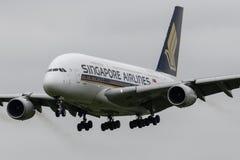 Aterrissagem de Singapore Airlines Airbus A380 Imagens de Stock