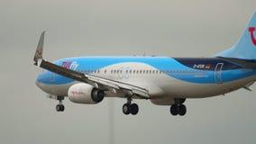 Aterrissagem de TUIfly Boeing 737 video estoque
