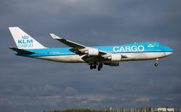 Aterrissagem do avião de carga de Boeing 747-400 PH-CKA da carga de KLM no aeroporto de Amsterdão Schipol fotos de stock