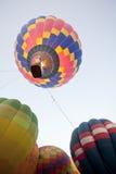 Aterrissagem do balão de ar quente da silhueta Imagens de Stock