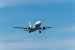 Aterrissagem do plano de Bangkok Airways no aeroporto de Phuket Imagem de Stock