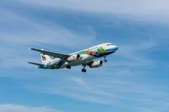 Aterrissagem do plano de Bangkok Airways no aeroporto de Phuket Fotografia de Stock