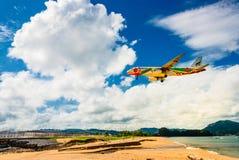 Aterrissagem do plano de Bangkok Airways no aeroporto de Phuket Imagem de Stock Royalty Free