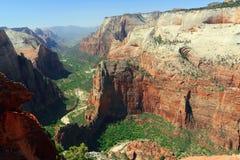 Aterrissagem dos anjos e Zion Canyon do ponto de observação, Zion National Park, Utá fotografia de stock royalty free