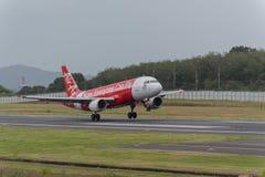 Aterrissagem expressa da linha aérea do asiático no aeroporto de phuket Imagens de Stock Royalty Free