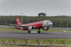 Aterrissagem expressa da linha aérea do asiático no aeroporto de phuket Imagens de Stock