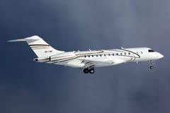 Aterrissagem expressa global do bombardeiro privado BD-700 OH-TNF no aeroporto internacional de Vnukovo Fotos de Stock Royalty Free
