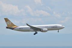 Aterrissagem líbio de Airbus A330 das linhas aéreas no aeroporto de Istambul Ataturk Foto de Stock Royalty Free