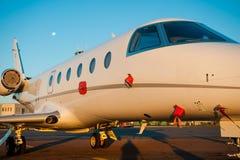 Aterrissagem no aeroporto Imagem de Stock
