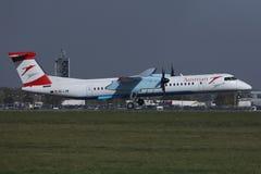 A aterrissagem plana de Austrian Airlines no aeroporto de Viena, VIE fotografia de stock royalty free