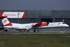 A aterrissagem plana de Austrian Airlines no aeroporto de Viena, VIE fotos de stock royalty free
