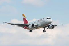 Aterrissagem plana de Iberia Linhas Aéreas Fotos de Stock