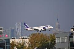 Aterrissagem plana - LOT Polish Airlines Foto de Stock Royalty Free