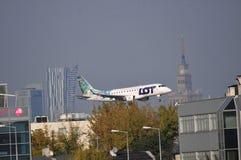 Aterrissagem plana - LOT Polish Airlines Fotos de Stock