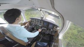 Aterrissagem plana pequena da cabina do piloto vídeos de arquivo