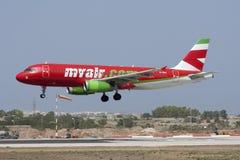 Aterrizaje colorido A320 Fotos de archivo