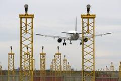 Aterrizaje de aeroplano Imágenes de archivo libres de regalías