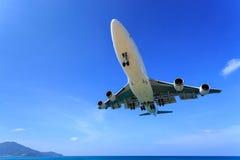 Aterrizaje de aeroplano fotos de archivo