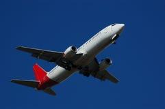 Aterrizaje de aeroplano comercial Fotografía de archivo libre de regalías