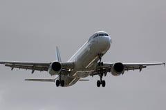 Aterrizaje de aeroplano de Air France Airbus A321 Imagen de archivo