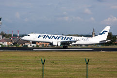 Aterrizaje de aeroplano de Finnair Fotografía de archivo