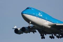 Aterrizaje de aeroplano de KLM Foto de archivo libre de regalías