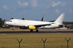 Aterrizaje de aeroplano de Vueling Imagen de archivo libre de regalías